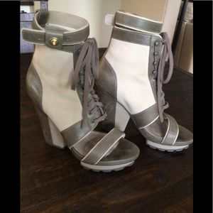 Tsubo Cream and Taupe Open Toed Shoes